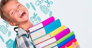 Garot com livros na volta às aulas