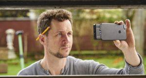 Tirando self com Longe de ser visto apenas em filmes, as imagens termográficas podem estar disponíveis literalmente na palma da sua mão com acâmera térmica