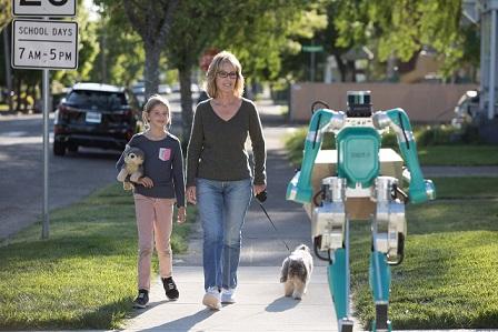 Robô Digit da Ford com família