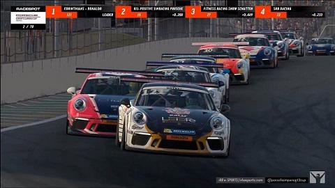 Disputa acirrada na Porsche eSports Carrera