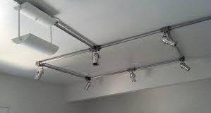 instalação elétrica com peças galvanizadas