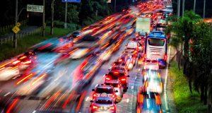 Carros no Corredor veicular