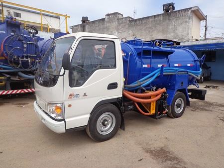 Caminhão tratamento de esgoto