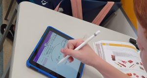 Caderno digital Microsoft e Apple