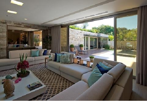 Sala com detalhes PVC na High Design