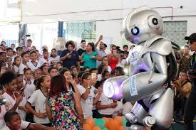 crianças em aprendizado de robótica
