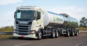 Caminhão movido a GNV ou biometano