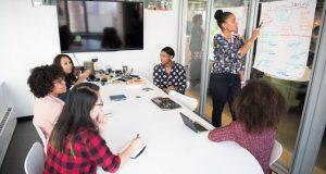mulheres falando sobre liderança feminina nas empresas