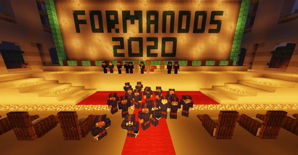 Alunos de beca em salão no formato Minecraft